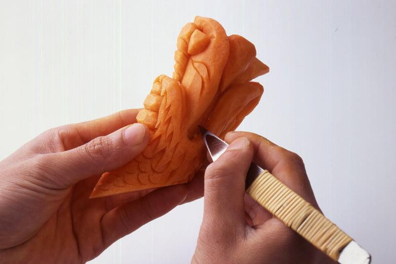 繊細かつ絶妙な細工の技